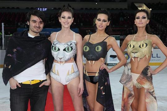 Krásné modelky předváděly 3D plavky Marka Lopatiče.