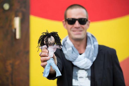 Petr Zvěřina si do vily vzal vúdú panenku.