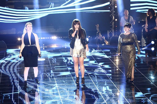 Farna vystoupila s finalistkami soutěže Eliškou Mrázovou (vlevo) a Andreou Holou.