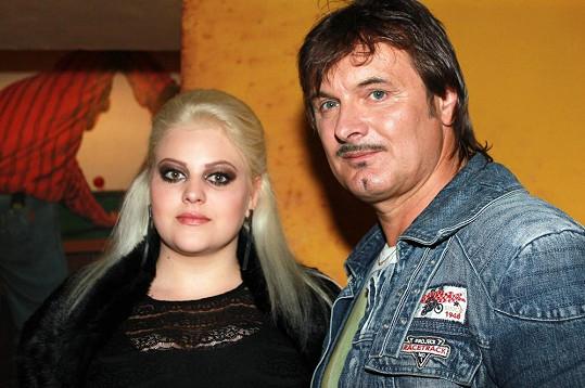 Mladší Štiková hraje ve videu Patrika Foxe.