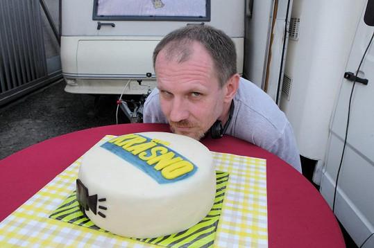 Na první klapce byl připraven i tematicky ozdobený dort.