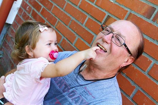 Petr Janda je obětavý tatínek.