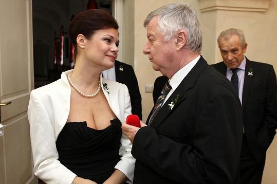 Překvapením byla svatba pro Pacinu, tedy Simonu Postlerovou, kterou požádal na konci října 2011 o ruku její seriálový partner Petr, tedy Ladislav Potměšil.