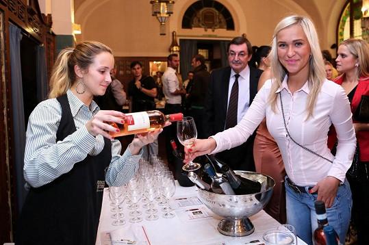 Mezi pestrou směcicí hostů se objevila i vítězka Hotelu Paradise Nela Slováková.