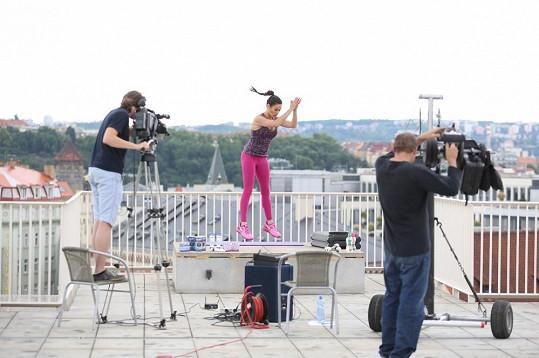 Po krachu televize Metropol, kde Kynychová moderovala pořad pro maminky, se cvičitelka věnuje zase cvičení.