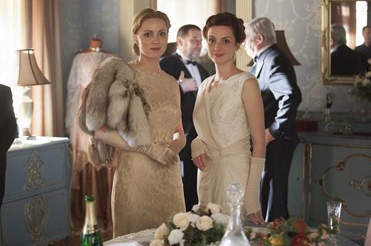 Maurerová hraje v seriálu První republika.