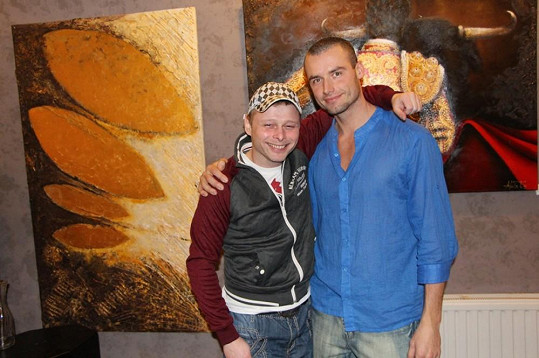 Jarek Šimek s přítelem Adély Petrem Markem.