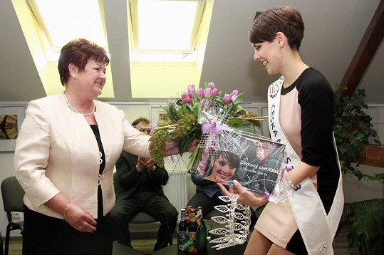 Gabrielu vítá v rodném městě starostka Eliška Pavlíková.