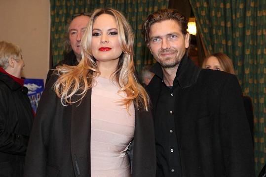 Poprvé se jako blondýna objevila na premiéře filmu Dědictví 2.