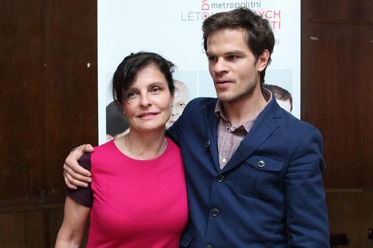 Jana Krausová se synem Adamem na tiskové konferenci Studia DVA.