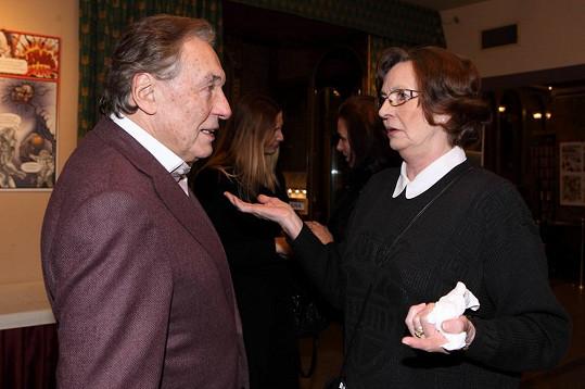 Karel Gott se na premiéře filmu Dědictví aneb Kurva se neříká potkal se svou dávnou přítelkyní Evelynou Steimarovou.