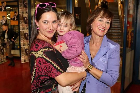 Bára Vaculíková s dcerou Olívií Coco a matkou Petrou Černockou