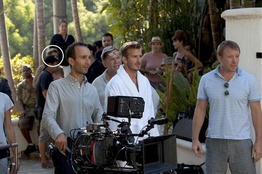 Mladík v kroužku byl dublérem Davida Beckhama v některých nebezpečných scénách.