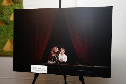 Míša na fotce z kalendáře. Známé tváře se fotily s dětmi, pro něž jsou vzorem.