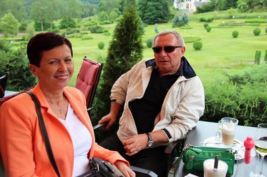 Na golfu hlídali vnuka rodiče Gábiny.