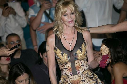 Griffith měla na filmovém festivalu v Itálii odvážné šaty.