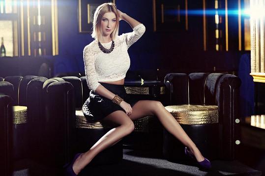 Že by se nohy modelky dlouho neviděly?