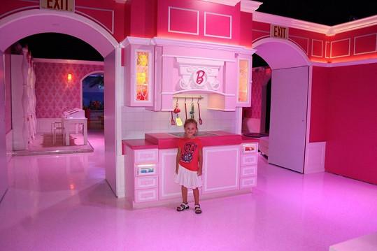 Jasmínka v domečku pro Barbie v životní velikosti