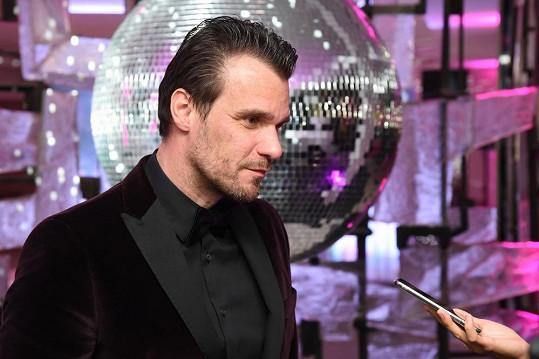 Na plese v Brně působil v roli moderátora a dýdžeje a na parket se ani nedostal.