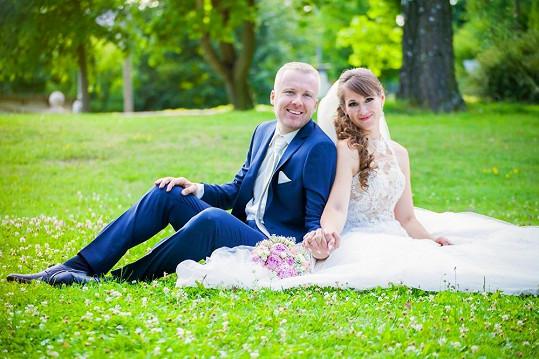 S manželkou Lucií na svatební fotografii