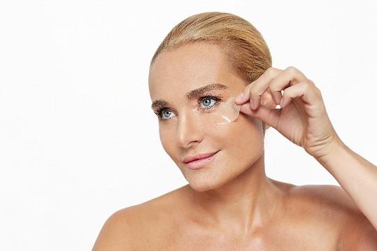 Fotila reklamu na kosmetický salon.