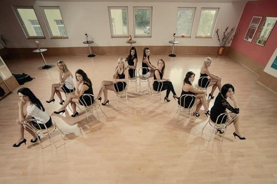 Dámy zkoušely choreografii.