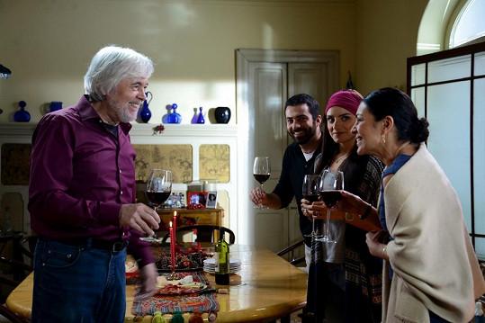 Abrhám hraje šarmantního šedesátníka Josého.
