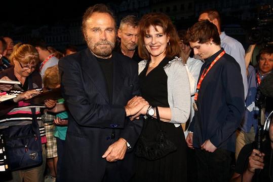 Franco Nero snad nestárne, ale i Fanny Ardantová je pořád půvabná žena.