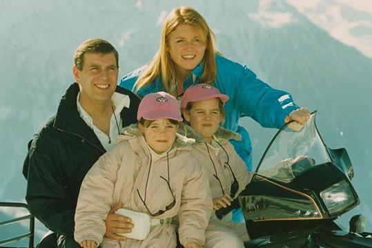 Princ Andrew na archivním snímku se svou bývalou ženou Sarah Ferguson a jejich dcerami