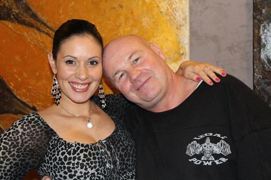 Adéla Taş s pořadatelem charit Jiřím Horákem.