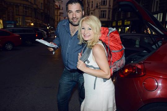 Na nedávné oslavě Světlana dostala od Vaška trekovou výbavu jako dárek.