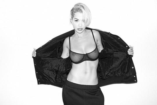 Fotky od slavného fotografa má už i Rita Ora.
