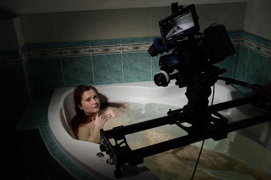 Eva Toulová při natáčení filmu Superžena