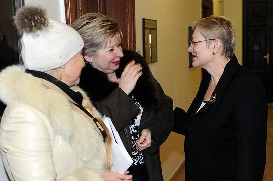 Dariny Nová (vpravo) a její právnička Sedloňová byly vysmáté.