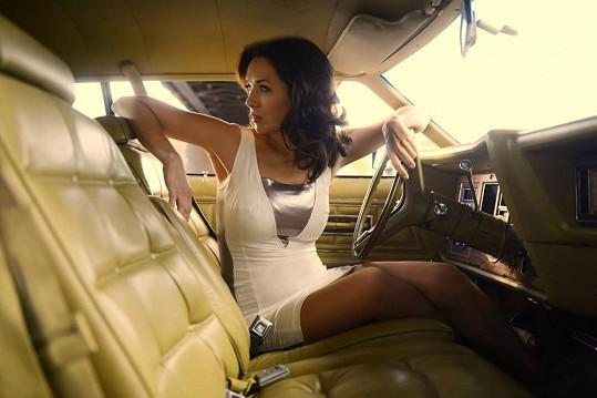 Tereza jako sexy řidička