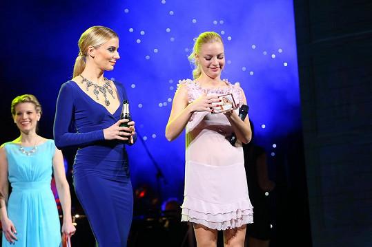 Halina Mlynková pokřtila Markétě Konvičkové vánoční album.