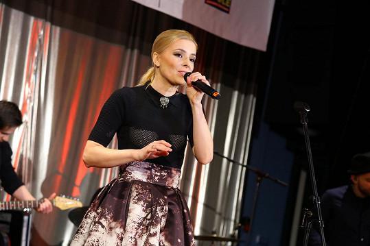 Halina Mlynková na plese vystupovala.