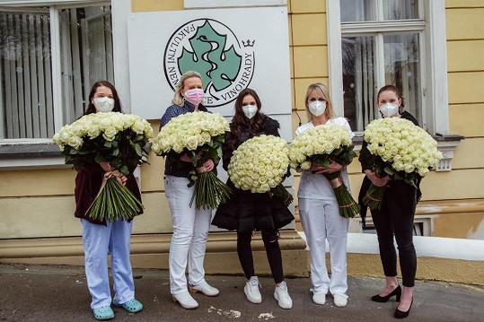 Je dost možné, že předáním tisícovky růží Avalanche, což jsou nejdražší a nejluxusnější růže, které se dají sehnat na holandské burze, trhla nějaký světový rekord.