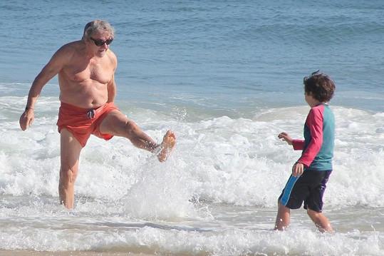 Takhle si Harvey užívá se synem Romanem.