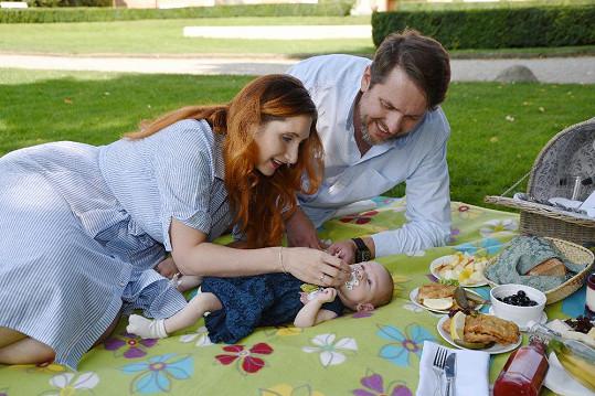 V zámecké zahradě si s Natálkou a manželkou Tomáš užil jeden z posledních letních dnů.