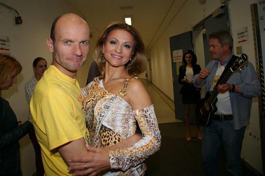 ...i v objetí s Yvettou Blanarovičovou.