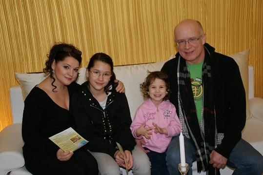 Magda s expartnerem a dcerami Magdalénkou a Terezkou.