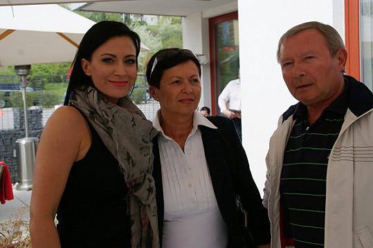 Gábina Partyšová se svými rodiči, kteří jsou spolu pětatřicet let.