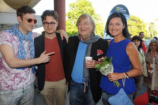 Simona Chytrová s manželem a kamarády