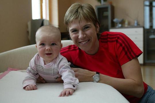 Kateřina Neumannová s dcerou Lucinkou (2003).