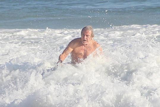 Harvey Keitel na brazilské pláži