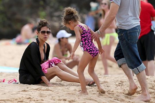 Herečka bedlivě sledovala svou pětiletou dceru Nahlu.
