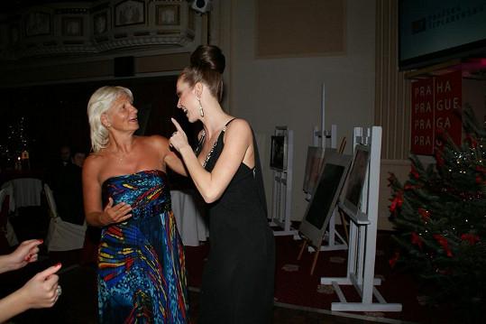 Během tance si stihla Andrea i popovídat s MUDr. Ivanou Němečkovou, která má v praze kliniku estetické medicíny.