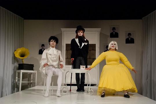Francouzská komedie se točí kolem příběhu jednoho divadelního souboru.