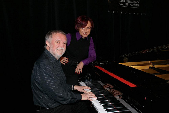 V komorním recitále Petru na klavír doprovází Karel Štolba.